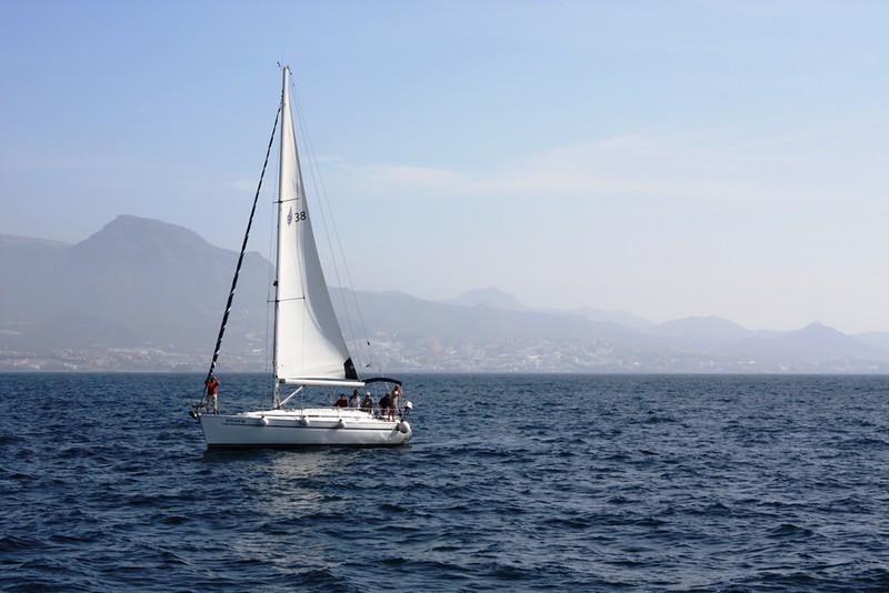 paseo en barco en Barcelona