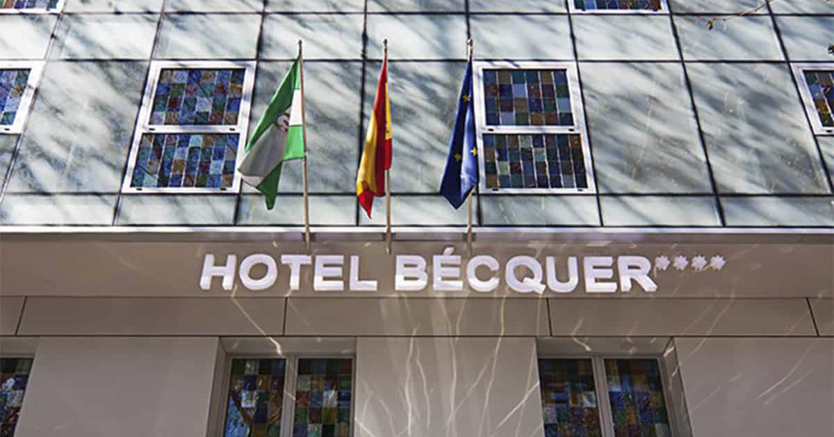 Fachada Hotel Bécquer